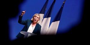 France: le pen lance sa campagne europeenne pour chercher macron