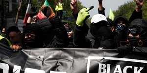 Trois black blocs espagnols interpelles a paris