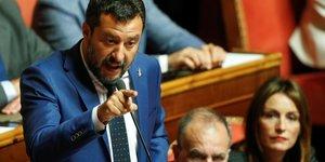 Salvini pret a supprimer des parlementaires, s'il y a des elections