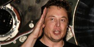 Tesla: le doj enquete sur les annonces de musk cet ete, selon bloomberg