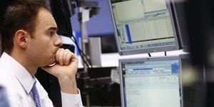 Les bourses europeennes dans le rouge a mi-seance