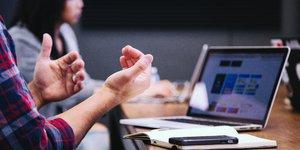 Management bureau jeunes cadres dirigeants digitalisation entreprise travail