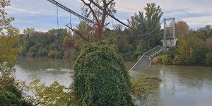 Pont effondre: le camion depassait largement le tonnage autorise