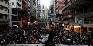Hong kong ouvre 2020 par une manifestation de masse