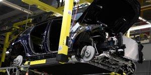 Baisse de 7,4% du marche automobile europeen en janvier, selon l'acea