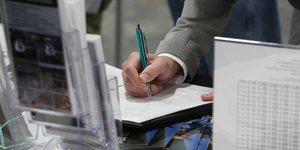 Usa: hausse moderee des inscriptions au chomage a 210.000