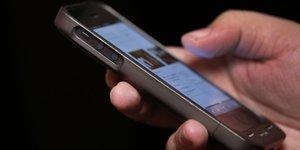 Vers une interdiction du smartphone dans les ecoles et colleges