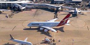 Airbus A380 de la compagnie australienne Qantas, sur le tarmac de l'aéroport international de Sydney