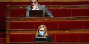 France: le parlement adopte le projet de loi prorogeant l'etat d'urgence sanitaire