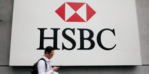 Hsbc relance son plan de suppression d'emplois, suspendu pendant la crise