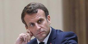 Macron promet une nouvelle equipe a ses cotes