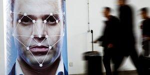 L'ue abandonne l'idee d'interdire la reconnaissance faciale dans l'espace public