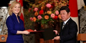Britain's international trade secretary elizabeth truss and japanese foreign minister toshimitsu motegi sign the uk-japan comprehensive economic partnership agreement in tokyo