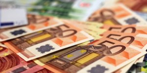 Billets de banque (euros, argent, zone euro, monnaie, riche)