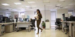 Femme, entreprise, bureau, diversité, mixité, parité femmes-hommes, discrimination, salaire, égalité salariale, open space,