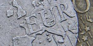 L'euro au dessus de 1,10 dollars apres la victoire de macron