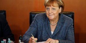 Angela merkel tres heureuse de la victoire d'emmanuel macron