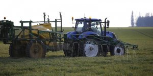 Le gouvernement envisage d'assouplir l'interdiction de pesticides
