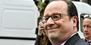 Hollande felicite macron