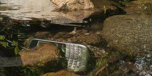 Les Français changeraient de smartphone en moyenne tous les deux ans, sans forcément penser à recycler les anciens modèles.