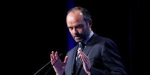 Philippe en demineur devant les maires de france avant macron