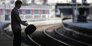 SNCF, grève, télétravail, banlieue, transports, trajet, bureau,