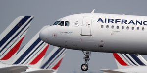 Air france-klm: trafic en baisse de 2,6% en avril a cause des greves