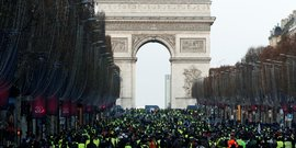 gilets jaunes: des centaines d'interpellations a paris