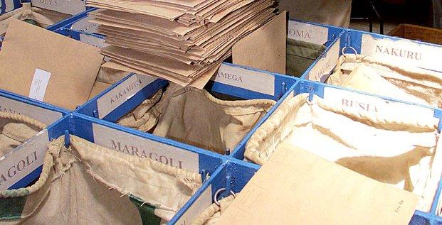 Poste colis envoi tri logistique enveloppes
