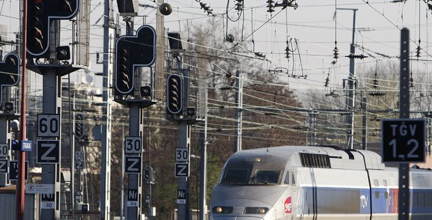 SNCF, TGV, train, chemin de fer, rail, électricité, énergie, caténaire,