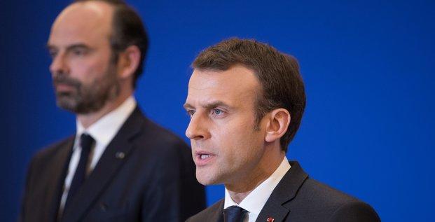 Macron perd cinq points, philippe un