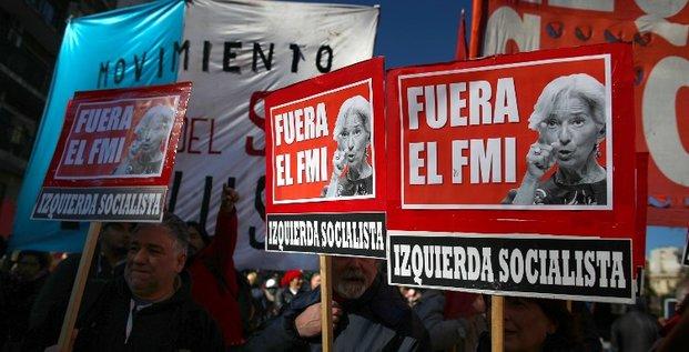 Le FMI débloque une aide de 50 milliards de dollars pour l'Argentine.