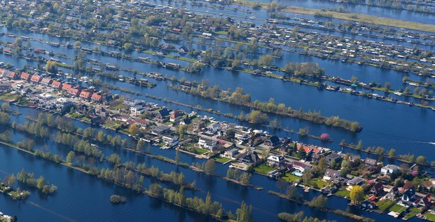 Pays-Bas, maisons entourées d'eau, Amsterdam,