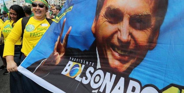 Bresil: bolsonaro credite de 57% des intentions de vote