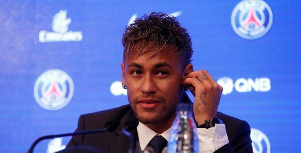 Neymar accueilli comme un chef d'etat a paris