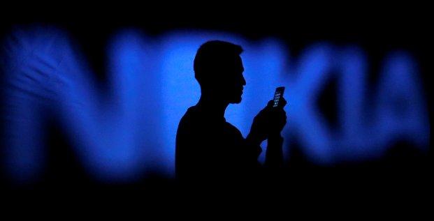 Nokia regroupe ses activites dans les reseaux fixes et mobiles