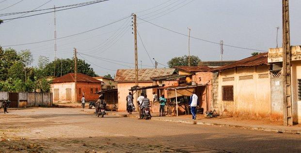ALTDE_Au Togo, l'énergie solaire hors réseau va-t-elle faciliter l'accès au courant enfants voierie