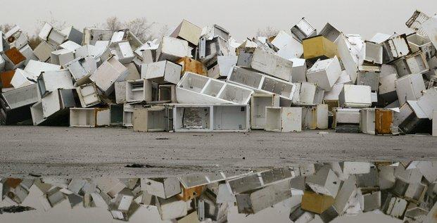 déchets électroniques, électroménager, gaspillage, frigos, réfrigérateurs, ordures, décharge,