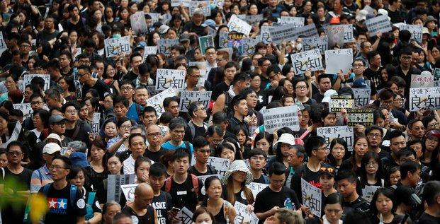 Week-end sous tension a hong kong ou les enseignants manifestent