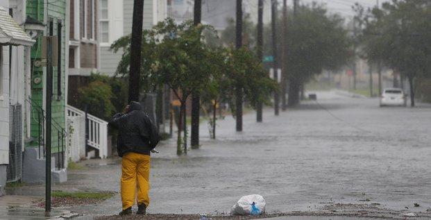 Inondations en caroline du sud avec l'arrivee de l'ouragan dorian, bilan alourdi aux bahamas