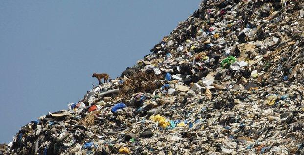 ordures, déchets, décharge, poubelle, ressources naturelles, hyperconsommation, recyclage, tri sélectif, économie circulaire, planète, Terre,
