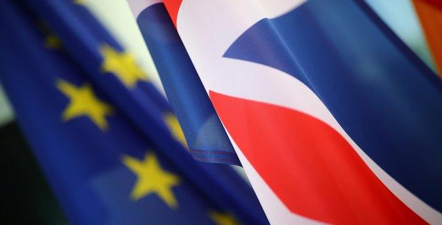 Nouvelle semaine decisive pour le brexit, nous ne sommes pas tres optimistes, dit un diplomate de l'ue