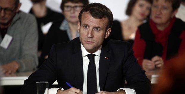 Macron pret a un referendum sur la reponse au changement climatique