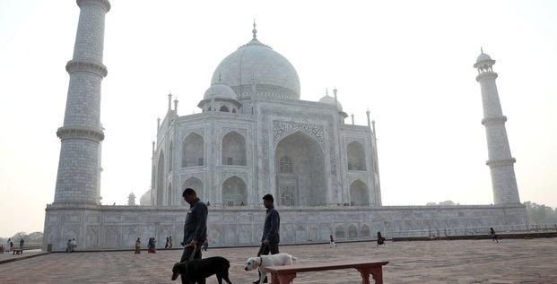Coronavirus: l'inde ferme le taj mahal, impose des restrictions de voyage