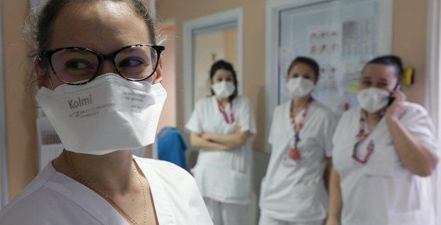 Coronavirus : une infirmière porte un masque FFP2 dans un hôpital de Nice, le 5 mars 2020