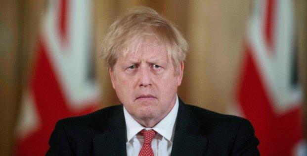 Les hopitaux britanniques pourraient etre depasses, previent johnson