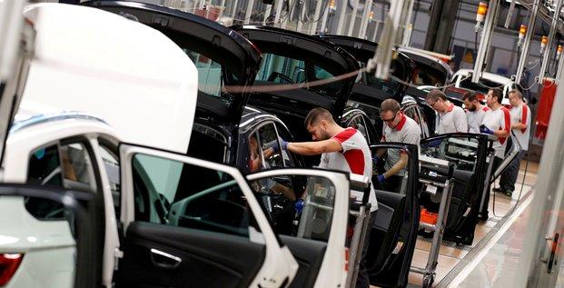 Le marche automobile europeen a continue de baisser en mars, selon l'acea