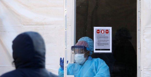 Forte hausse du nombre de deces imputes au coronavirus aux etats-unis