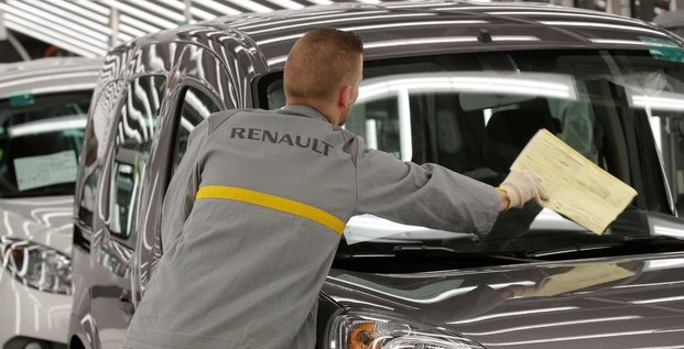Renault met 16.000 salaries d'ile-de-france en chomage partiel