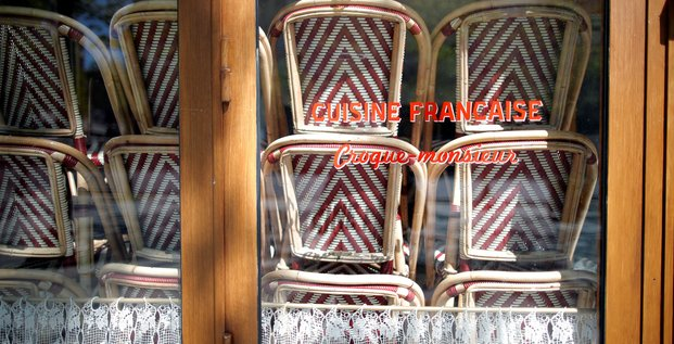 Restaurant fermé sur les Champs-Élysées à Paris durant l'épidémie de coronavirus